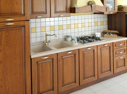 Facciamo manutenzione ai mobili di cucina